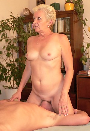 Hot Mature Facesitting Porn Pictures