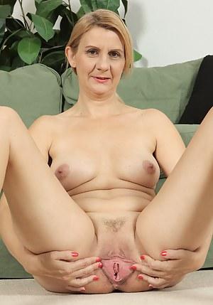 Hot Mature Spreading Porn Pictures