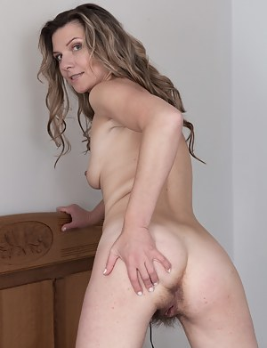 Hot Hairy Mature Porn Pictures