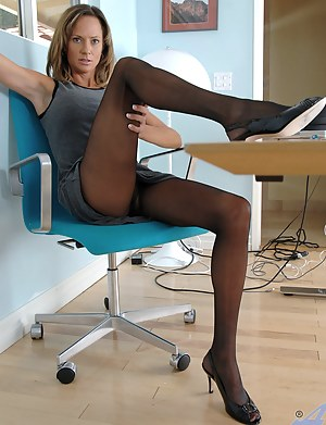 Hot Mature Pantyhose Porn Pictures