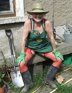 Hot Mature Farm Porn Pictures