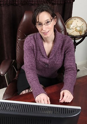 Hot Mature Glasses Porn Pictures