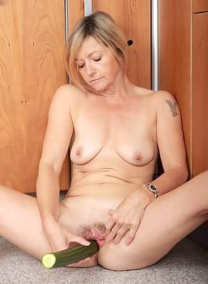 Hot Mature Dildo Porn Pictures